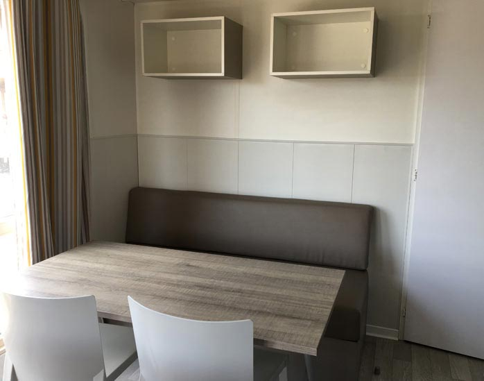 mobil-home-nature-4-personnes-salle-a-manger